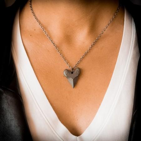 "Collier pendentif ""Dent de requin""  acier avec chaine - made in USA"